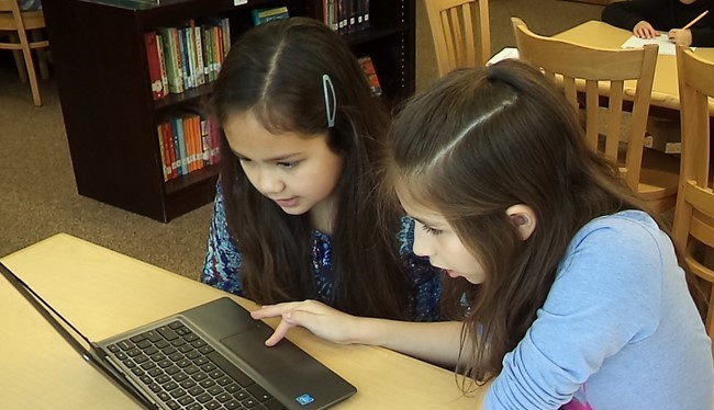 Valleyview Students Using Chromebooks