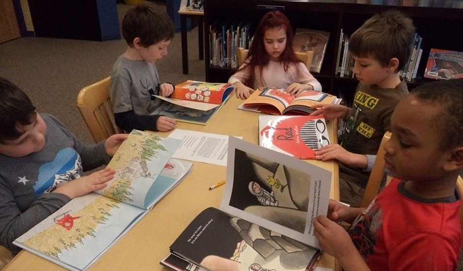 2nd graders in library