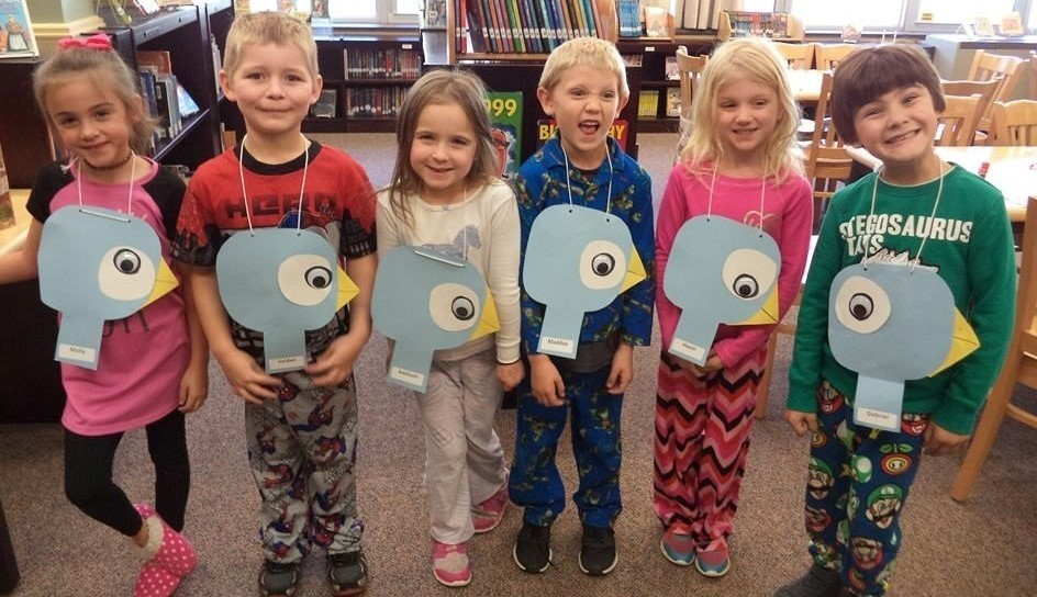 1st graders with pigeon projects